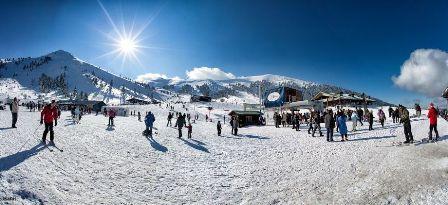 ηλιόλουστο Χιονοδρομικό κέντρο Καλαβρύτων για σκι και σνοουμπορντ στα Καλάβρυτα