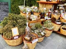 Παραδοσιακό μέλι, βότανα, τυριά και ζυμαρικά Καλαβρύτων